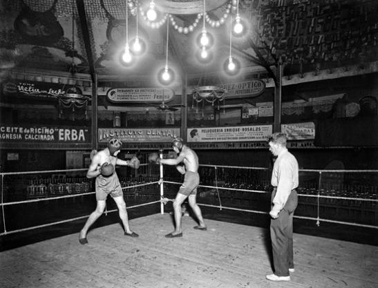 Combat al Gran Price. La boxa va ésser un esport molt popular a inici del segle XX. Col·lecció Merletti / IEFC