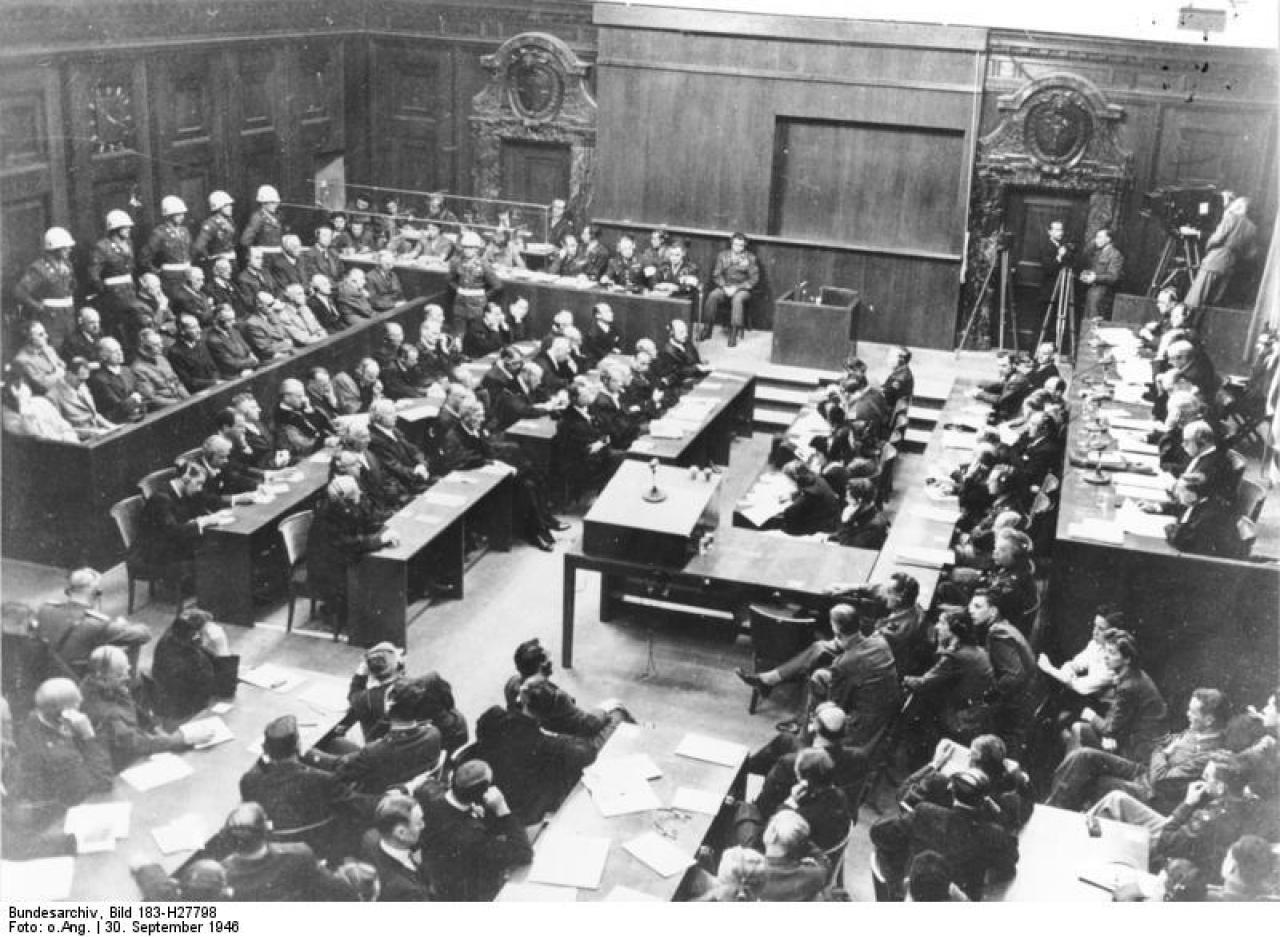 Bundesarchiv_Bild_183-H27798__Nuernberger_Prozess__Verhandlungssaal